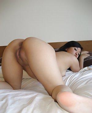 Spreading Amateur Porn Pics